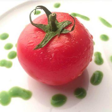"""A criatividade não tem limites e o chef Marco Gomes tem um prato no seu restaurante Oficina que o demonstra, o """"Gaspacho Sólido de Tomate"""". Um portento de apresentação e sabor!"""